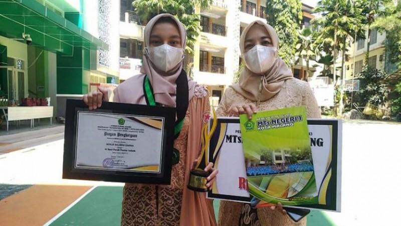Azalia Salwani Davina bersama sang ibu