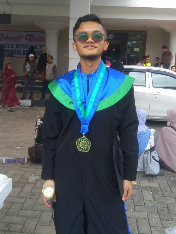 Wisudawan M.Rizky Baihaki s.Ag saat ditemui Info Bandung
