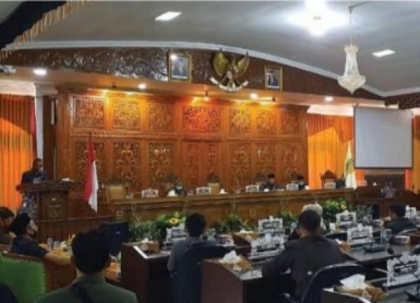 Bupati Kuansing Sampaikan Jawaban Terhadap Pandangan Umum Fraksi-fraksi  dan Ranperda DPRD Kuantan Singingi