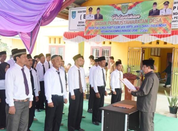 Bupati HM. Wardan Lantik BPD 5 Desa di Kec.Kempas