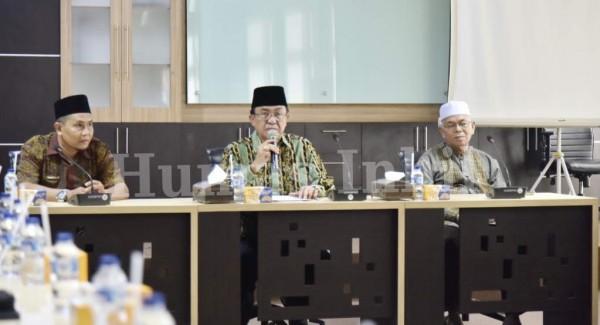 Bupati HM. Wardan Serahkan Bonus Juara MTQ Provinsi Riau