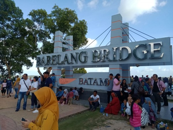 Tahun Baru 2020, Ribuan Orang Memadati Jembatan Barelang Kota Batam