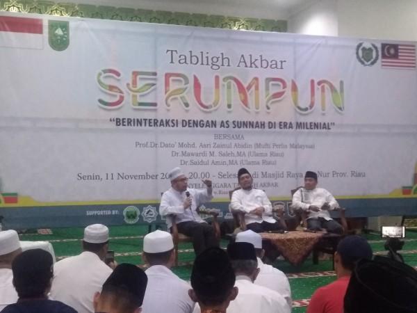Ribuan Jamaah Hadiri Tabligh Akbar SERUMPUN Indonesia-Malaysia