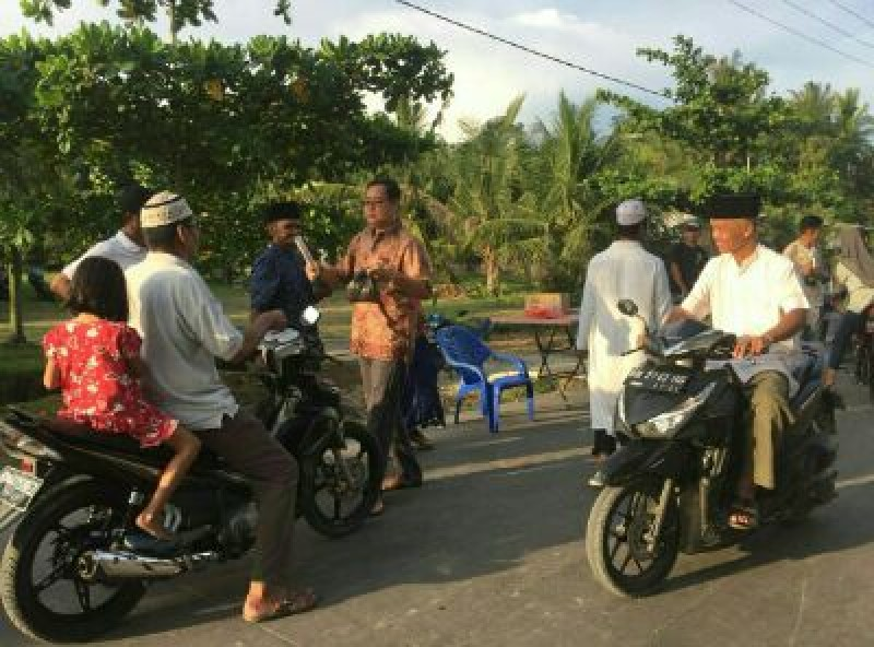 Ketua DPRD Bengkalis Kembali Berikan Takjil Gratis, Kali ini Kepada Masyarakat Kecamatan Rupat