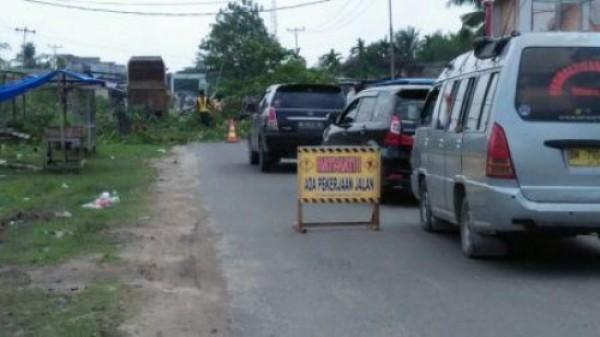 Proyek Preservasi Jalan Dilanjutkan, Sekda Inhil Minta Rekanan Perhatikan Kualitas Pekerjaan