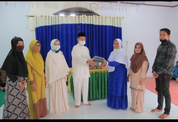 Pjs Bupati Rohul Hadiri Wirid Pengajian Serta Bagikan Masker Secara Gratis Kepada Anggota Majelis Taklim