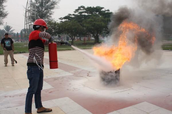 A2K3 Komisariat Dumai Gelar Praktek Apar Di Acara Ngumpul Komunitas Kita Indonesia