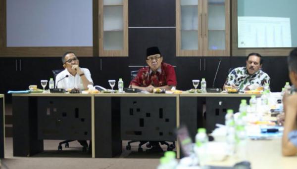 Stabilkan Harga Kelapa, Bupati HM.wardan Gelar Pertemuan dengan Perusahaan dan Pengusaha Pengepul Kelapa