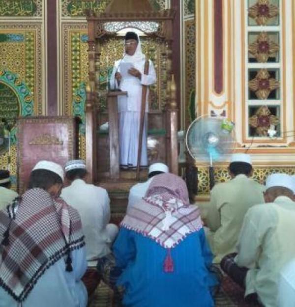 M Wardan Jadi Khatib Shalat Jumat di Masjid Besar Nurul Huda