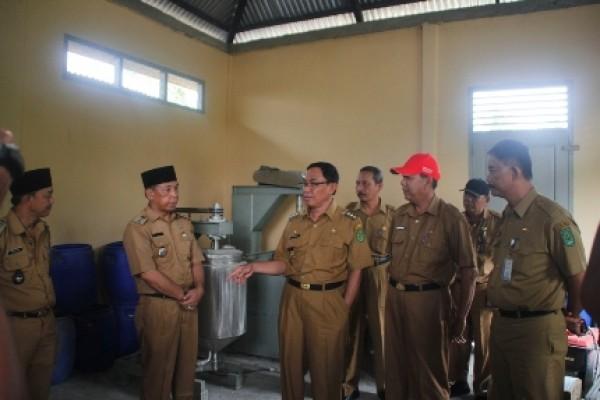 Bupati Inhil Tinjau Peralatan Pengolahan Kelapa Terpadu di Dua Kecamatan