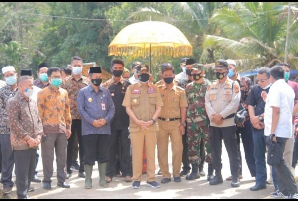 Dalam Kunkernya Ke Rohul,  Gubernur Riau Tinjau Jalan Penghubung Riau-Sumbar Sekaligus Tampung Aspirasi Dari Masyarakat