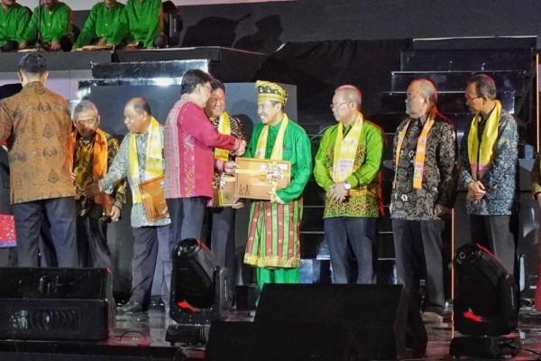 Gubri Terima Sertifikat Penetapan WBTB Indonesia