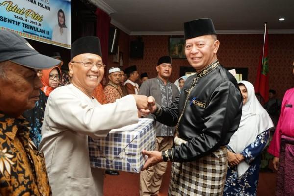 Ketua RT dan Ketua RW Terima Insentif Triwulan II dan Paket Sembako Idul Fitri 2019