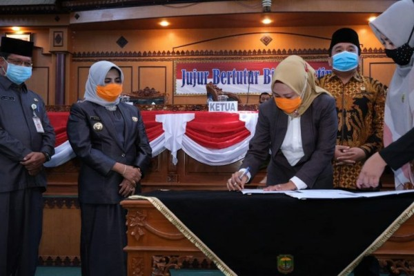 DPRD Kota Tanjungpinang Rapat Paripurna Terbuka Agenda Penandatanganan Nota Kesepakatan APBD-P