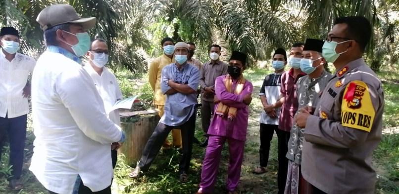 Bupati Siak Alfedri Tinjau Perbatasan Siak-Kampar di Kampung Rantau Bertuah