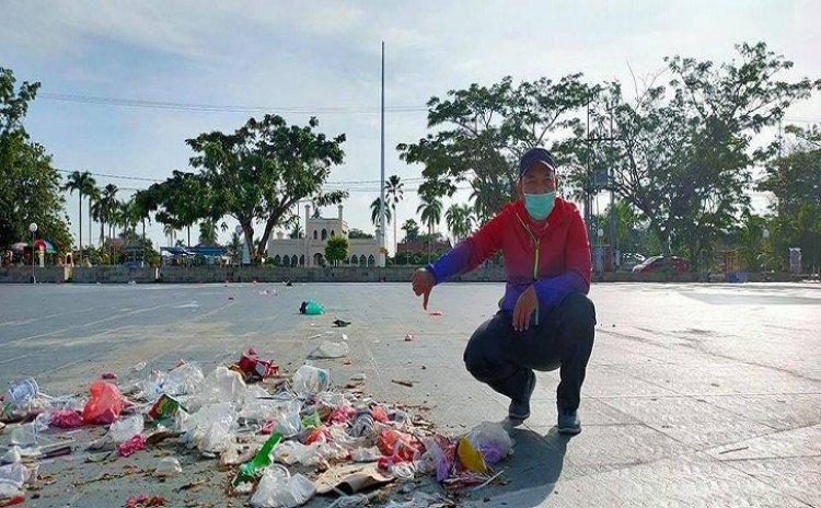 Wabup Siak Unggah ke Fanspage Tumpukan Sampah Depan Istana