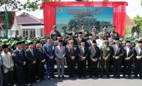 Bupati Amril Mukminin Hadiri Upacara Parade Dan Defile HUT Ke-74 TNI