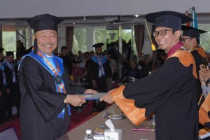 Sandang Gelar Sarjana, Ketua DPD Partai Nasdem Kota Tanjungpinang Ucapkan Terimakasih