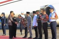Disambut Gubernur Syamsuar, Presiden Jokowi Tiba di Pekanbaru