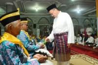 Wabup H. Rosman Malomo Melepas Keberangkatan CJH Kloter 8 dan 9 Embarkasi Haji Batam