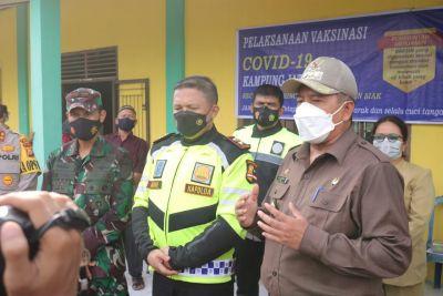 Bupati Siak dan Kapolda Riau Tinjau Vaksinasi Warga Jati Mulya