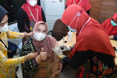 Pelaksanaan Vaksinasi Covid-19 di Mandau, Bupati Kasmarni Imbau Masyarakat Jangan Takut Divaksin