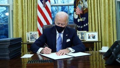 resmi-jadi-presiden-biden-langsung-batalkan-kebijakan-trump