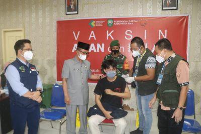 Sekdakab Siak Tinjau Serbuan Vaksinasi TNI-PolriI di RSUD Tengku Rafian Siak